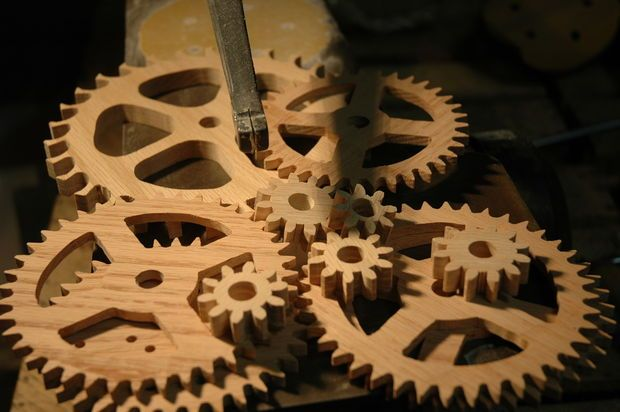 wooden-gear pendulum clock on Instructables