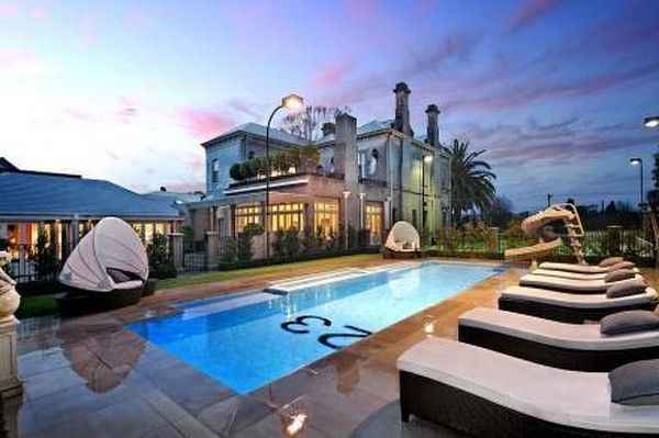 6 William Street BRIGHTON. Shane Warne has just sold his Brighton mansion.