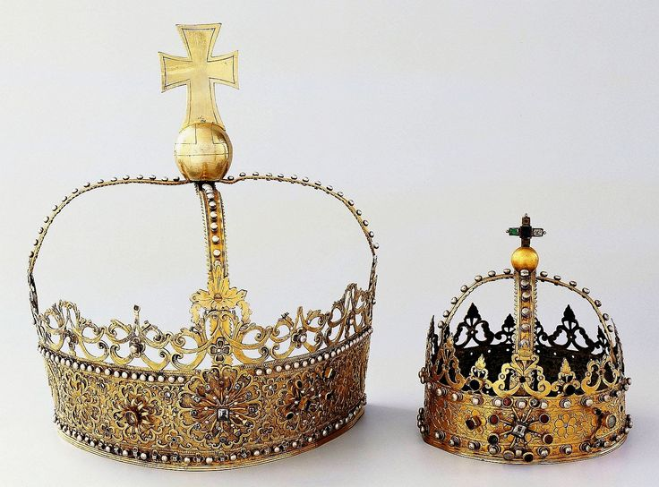 Silver crowns which adorned the gothic Beautiful Madonna from Czempiń by Anonymous from Greater Poland, ca. 1629-1635,  Muzeum Sztuk Użytkowych w Poznaniu, established by Jan Szołdrski of Łodzia coat of arms and his wife Marianna Szołdrska nee Zbijewska of Rola coat of arms (crown of Mary) and Andrzej Zbijewski of Rola coat of arms and his wife Anna Zbijewska nee Ossowska of Abszac coat of arms (crown of Child)