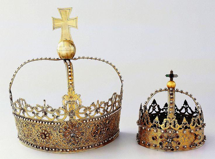 Silver crowns which adorned the gothic Beautiful Madonna from Czempiń by Anonymous from Greater Poland, ca. 1629-1635,  Muzeum Sztuk Użytkowych w Poznaniu, established by Jan Szołdrski of Łodzia coat of arms and his wife Marianna Szołdrska nee Zbijewska of Rola coat of arms (crown of Mary) and Andrzej Zbijewski of Rola coat of arms and his wife Anna Zbijewska nee Ossowska of Abszac coat of arms (crown of Child)