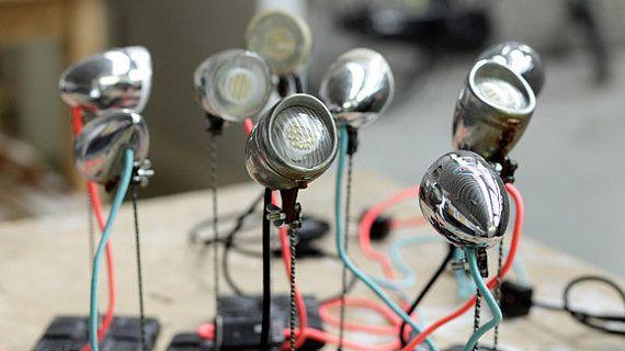 Queste simpatiche lampade sono fatte con i fari di bicicletta! Idea molto brillante, non vi pare?  newpop