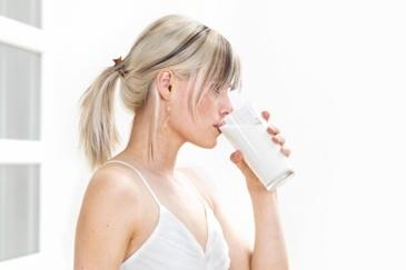 geitenmelk, koemelk, vetzuren, koolhydraten, mineralen, osteoporose, bloedarmoede, cholesterol