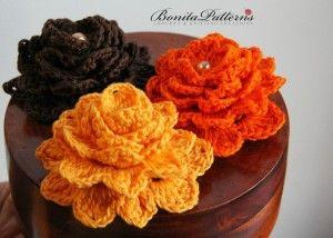Free crocheted flowers pattern: http://flowers.myfavoritecraft.org/