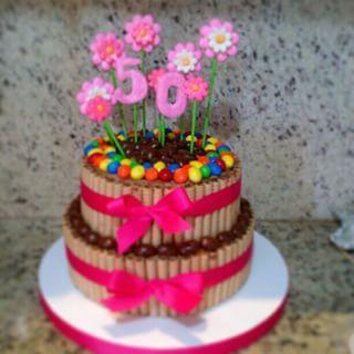 Resultado de imagen para tortas de chocolate con golosinas