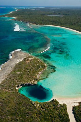 Dean's Blue Hole / Bahamas.