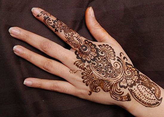 Henna hands are so gorg!