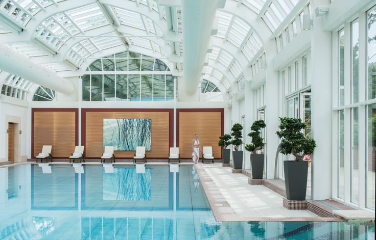 In @Mandy Dewey Seasons Hotel Hampshire 's spa complex, guests can choose between the glass-covered indoor infinity pool and heated outdoor vitality pool. Or choose both, they're just a short swim apart!