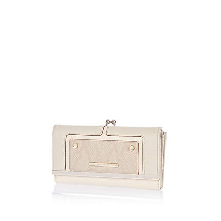 Cream contrast panel clip top purse £17.00