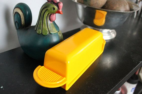 Vintage Yellow Danish Modern style melamine butter dish by Hutzler 1987 Measures 9 by 2.5 No 501 Very cool mod design! Great vintage condition-minor scuffs etc. Perfect for picnics and parties! Thanks for looking! 014