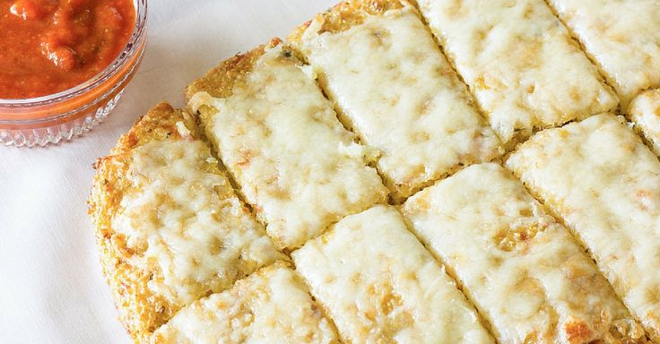 Křehké sýrové tyčinky z quinoy