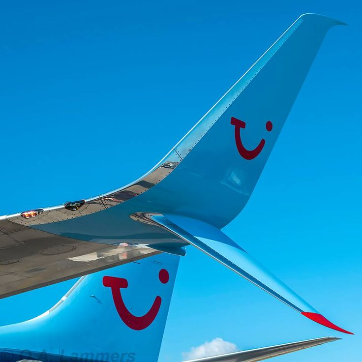 15-09-2014 - ZTH - ArkeFly - PH-TFB  Close up of the ArkeFly split scimitar winglets.  I kinda like them...