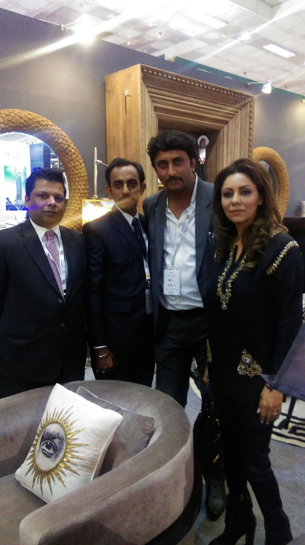 posing with super gorgeous Gauri Khan