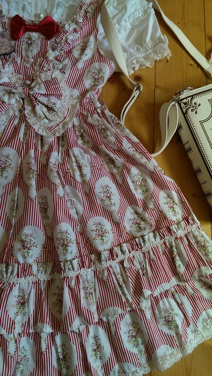 Blouse: Bodyline Jsk & Bow: Btssb Shoes: Bodyline Bag: Restyle Brooch: Mulberry Chronicles Wristcuffs, roses: Bodyline Parasol: repurposed wedding brolly