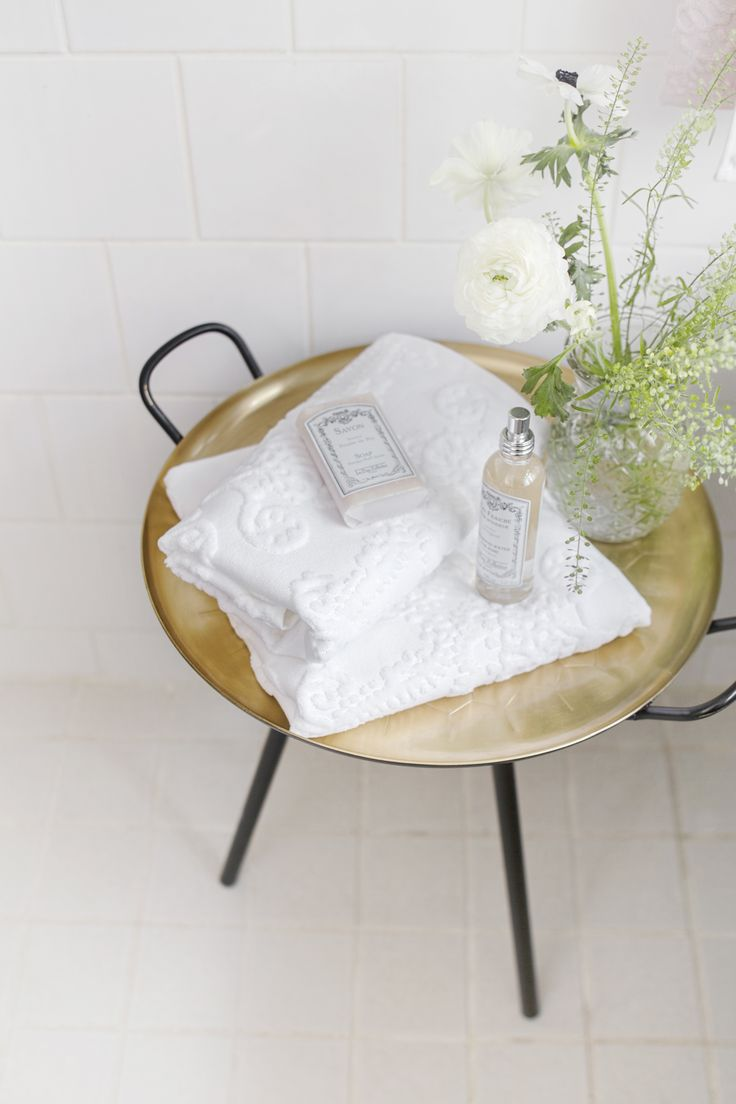Lennol | Elegant white bath and hand towels for home spa