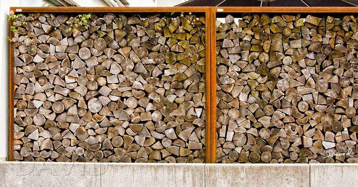 Holzstapel Sind Eine Einfache Und Durchaus Asthetische Methode Um Grossere Mengen Totholz Im Garten Zu Arrangieren Mit Bildern Holzstapel Naturgarten Garten