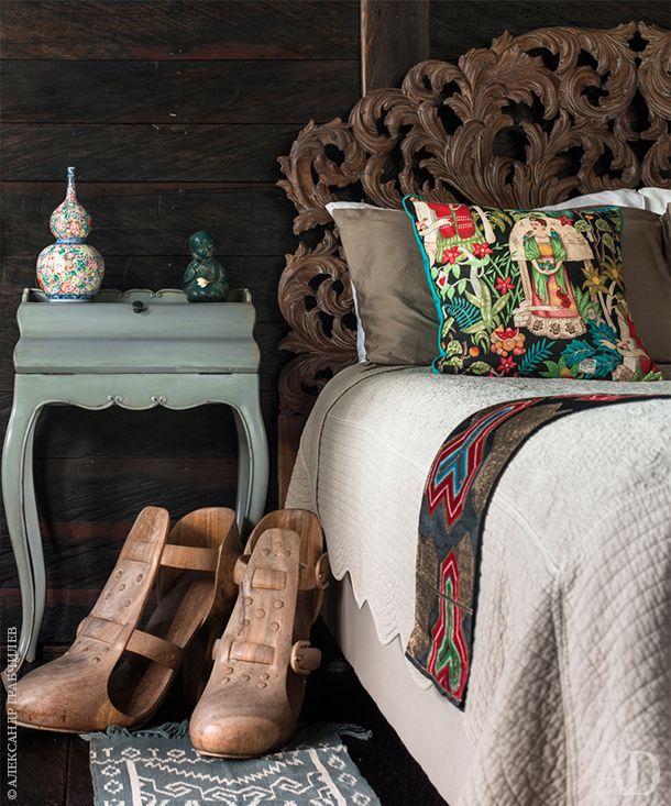 Бутик-отель на Бали. Фрагмент второй спальни. Резная спинка кровати в барочном стиле изготовлена в Интерьерной…