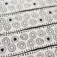 ink-and-spindle-daisies-black
