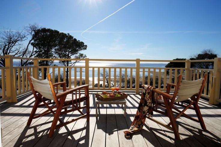 De villais gelegen in een afgelegen en serene locatie op het strand net aan de zuidwestkust van Frankrijk op een steenworp-afstand van Bordeaux