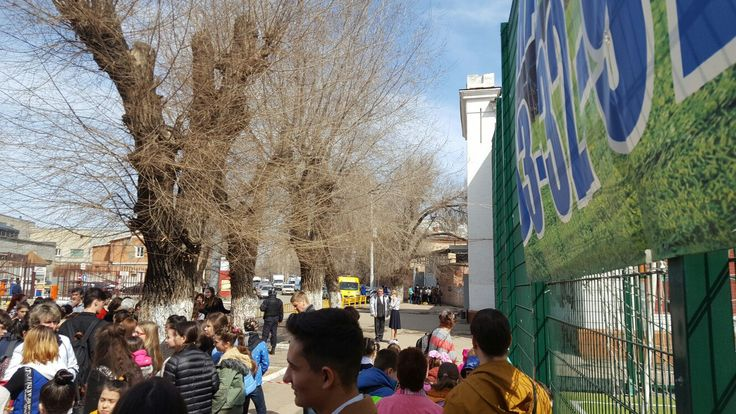 LIFE! Из-за угрозы теракта в Саратове эвакуировали школьников СОШ 1      #Саратов #СаратовLife