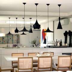 Apartamento para um jovem casal em tons de cinza: Salas de jantar Moderno por Helô Marques Associados