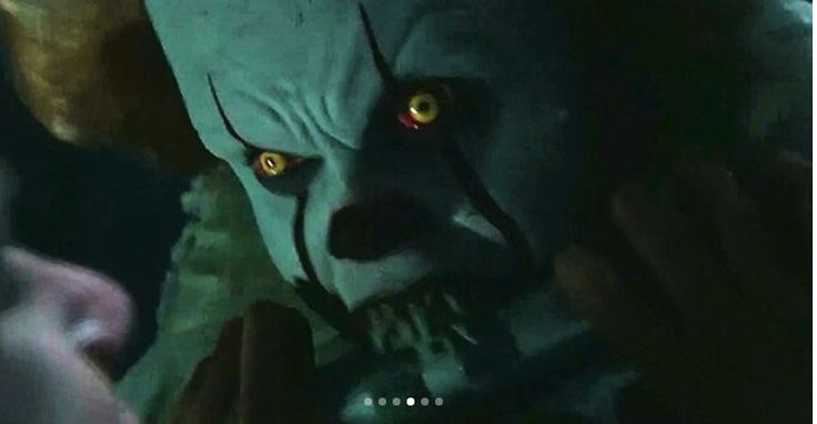 Pennywise vs Bill but who will win? Look at his angry eyes. omfg