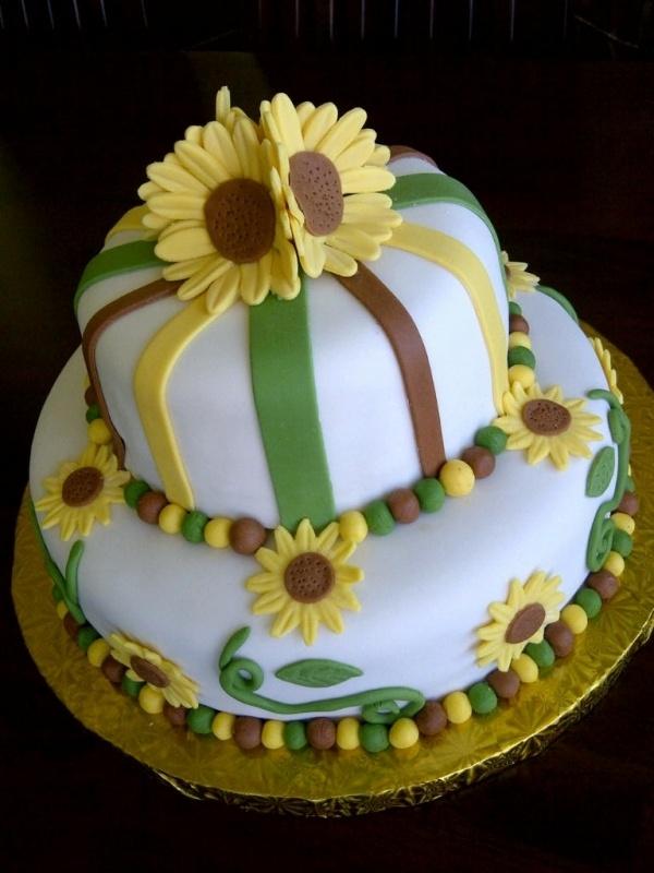 17 Best ideas about Sunflower Cakes on Pinterest Sunflower wedding cakes, Sunflower cake ideas ...