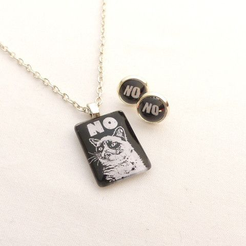 Grumpy cat NO NO NO necklace and earrings set
