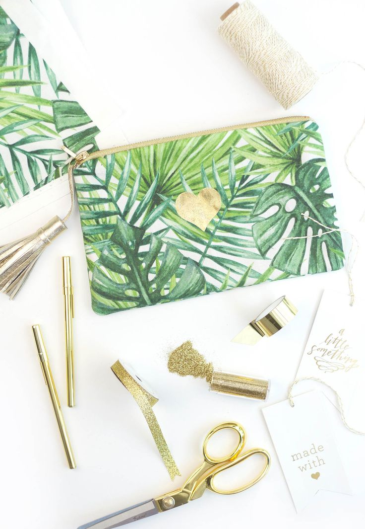 TO DO: find random printed fabric, make a purse, don't make a fuss about it   10 Must-Try Zipper Pouch Tutorials