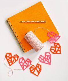 DIY Felt Heart Garland by howaboutorange #DIY #Heart_Garland