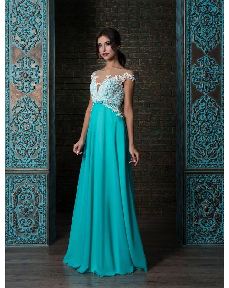Dlhé kráľovsky modré, tyrkysové alebo bordové šifónové spoločenské šaty zdobené čipkou a opaskom. Vhodné i pre moletky, svadobné mamy či nízke dámy.