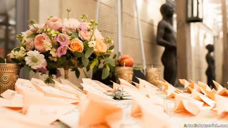 Peach Tone Wedding Table Centerpiece with roses Your best outdoors event
