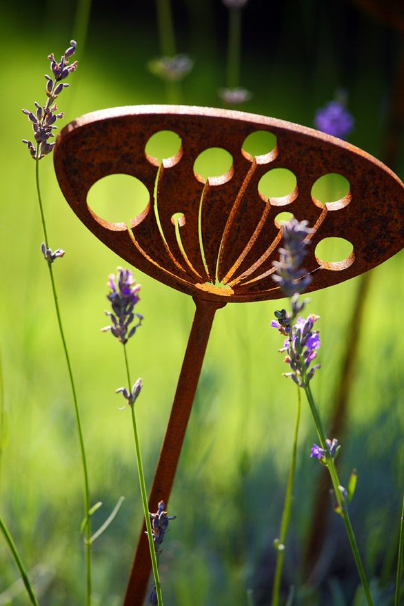 Garden Art and Sculpture   Silhouetted Cow Parsley. Best 25  Garden sculpture art ideas on Pinterest   Garden