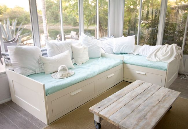 Easy DIY Coffee Table!! Beautiful: Coffee Tables, Dreams Houses, Sunroom Reveal, Twin Beds, Memorial Tables, Plays Area, Beaches Houses, Guest Rooms, Sun Rooms