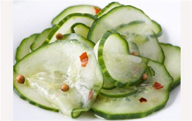 Sådan laver du agurkesalat