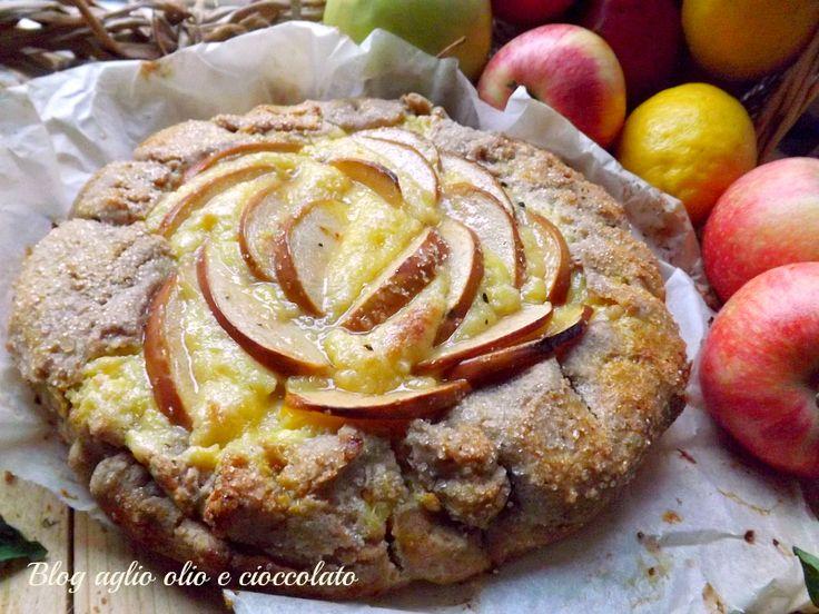 Mi piacciono tantissimo le torte di mele ma questa Torta rustica di mele cremosa,in modo particolare.Si tratta di un impasto molto croccante