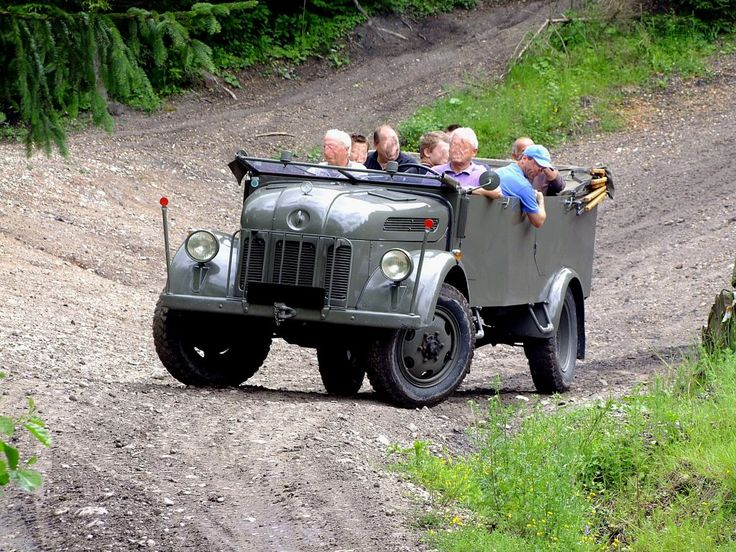 STEYR 2000A (Allrad); 85PS; Bj.1942 unternimmt eine Geländefahrt; 120623