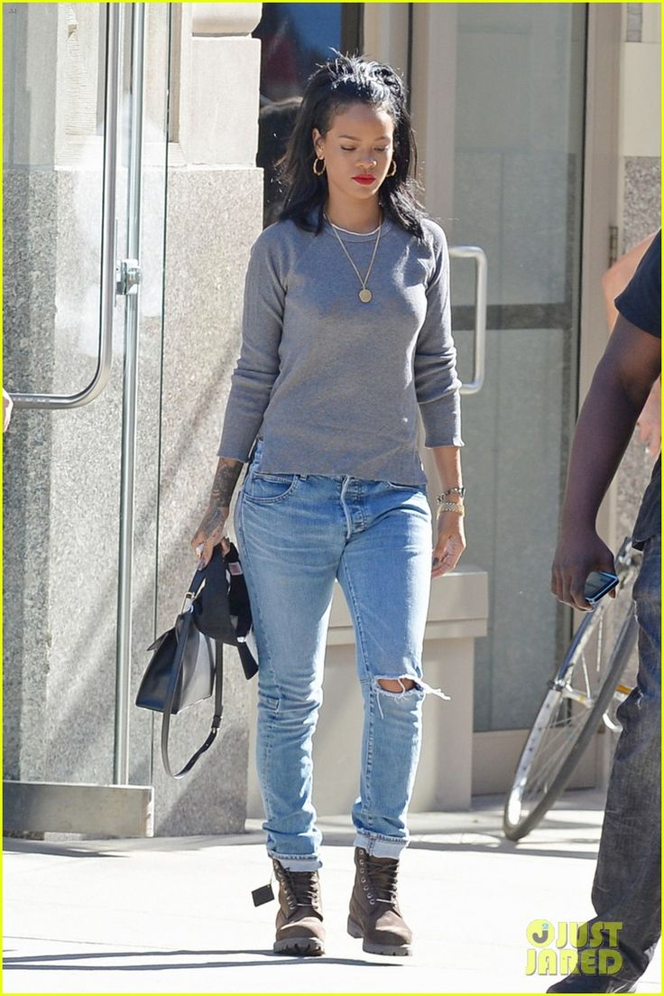 Rihanna makes her way into JFK Airport to catch a flight out of town on Saturday afternoon (September 27) in New York City. The 26-year-old singer is leaving…