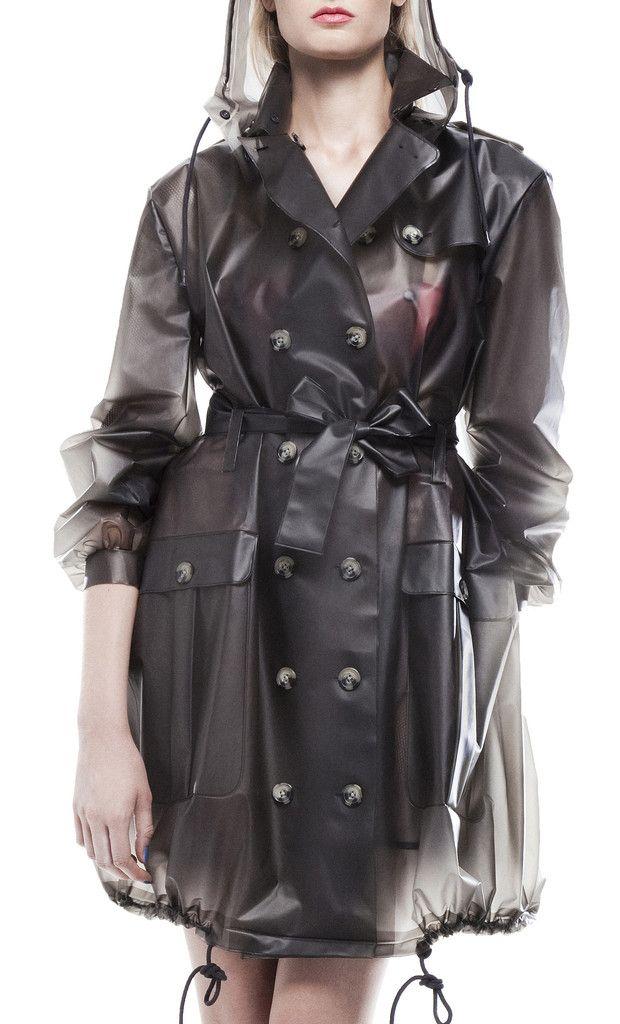 Klarer Mantel über Latex