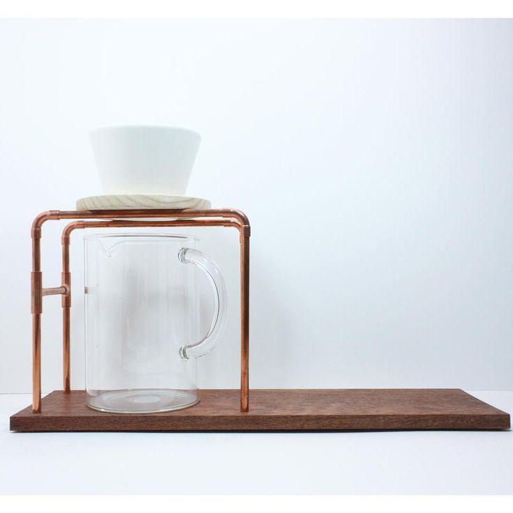 . . 無垢のカリンを使用したドリッパースタンドです。 非常に硬く、美しい木肌が特徴です。 . . #ミンネで販売中  #プロフ見てミンネ  #ヤドリギデザイン - yadorigi_design