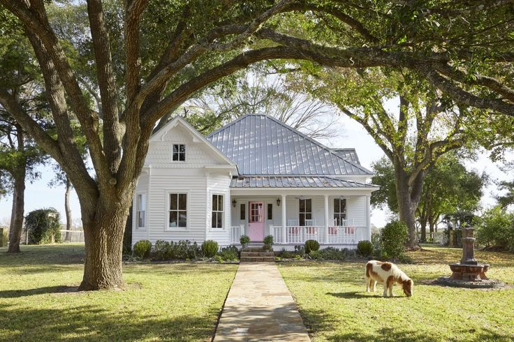 Inside a 105-Year-Old Victorian Farmhouse in Texas