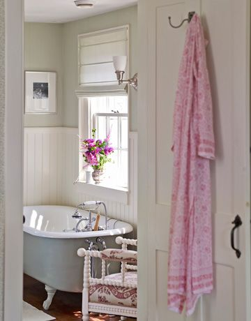 cute farmhouse bathroom