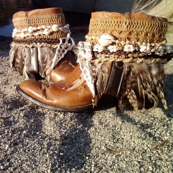 Upcycled Vintage Cowboy Boho Boots Beach Bohemia por kdenee en Etsy
