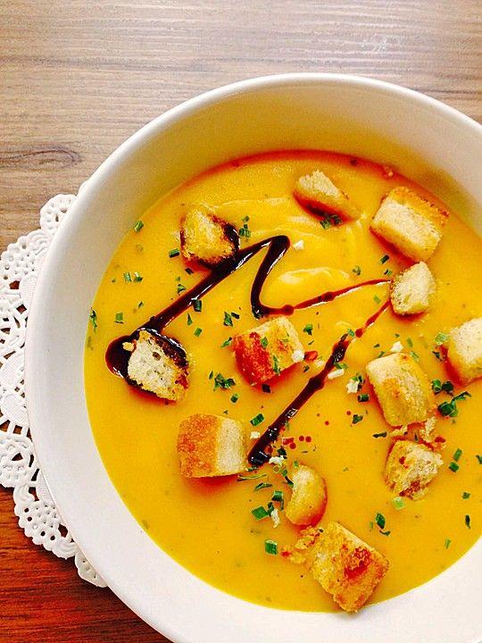 Kartoffel-Kürbis-Suppe mit Croutons, ein schönes Rezept aus der Kategorie Herbst. Bewertungen: 72. Durchschnitt: Ø 4,5.