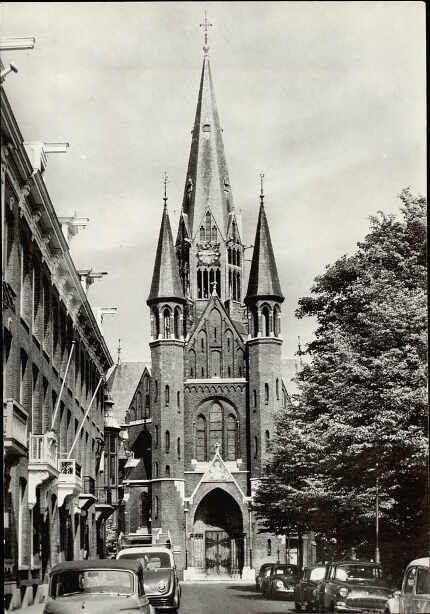 1950's. View on the Vondelstraat with the RK Vondelkerk in Amsterdam-Zuid. Photo Van Leerfotodrukindustrie B.V.