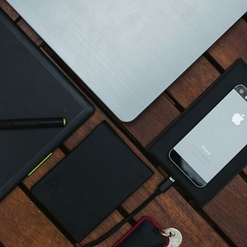 The perfect set to make your work a real pleasure.  Get your Woolet by clicking the link in our bio @wooletco  Photo by: @fotograf.daniel.mofina #wallet #walletshop #walletformen #smartlook #accessories #accessoriesformen #leathercraft #leathergoods #leatherwallet #fashionmen #fashionman #wearables #gadget #gadgetgeek #giftideas #giftsforhim #giftguide
