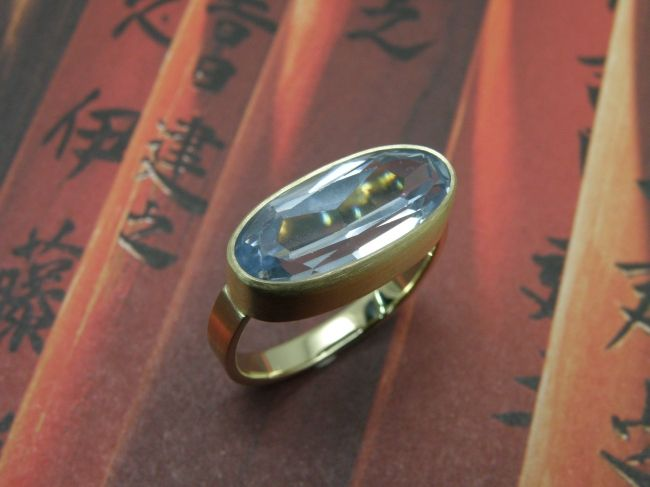 * heirloom | oogst-sieraden * Ring * Strakke geelgouden ring met eigen steen * Deels vervaardigd uit oud goud * Maatwerk *
