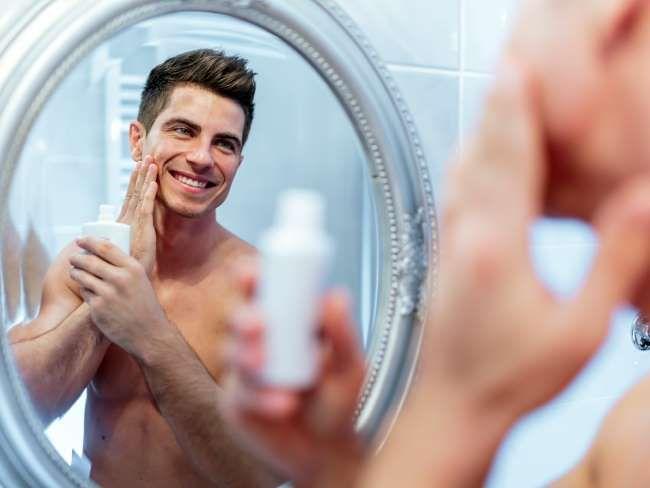"""""""É primordial manter a hidratação da pele"""", explica Gabrielle sobre o que uma pessoa com pele seca n... - Foto: Shutterstock"""