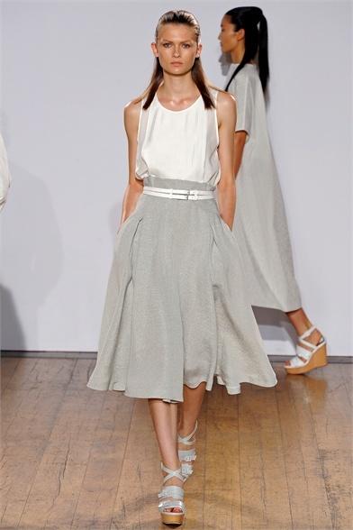 Sfilata Nicole Farhi London - Collezioni Primavera Estate 2013 - Vogue