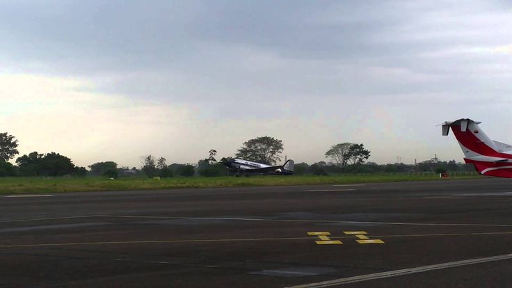 DC-3 taking off Vanguardia Airport, Villavicencio.