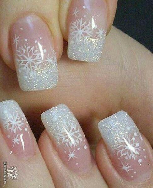 Uñas de acrílico para navidad.  Copos de nieve blancas
